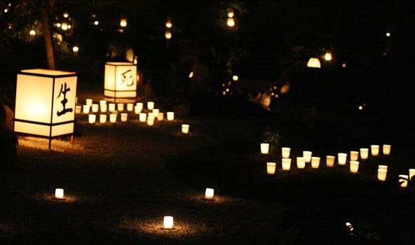 妙心寺東林院の「梵燈の灯りに親しむ会」のようす(京都)