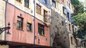 フンデルトヴァッサーハウス外壁