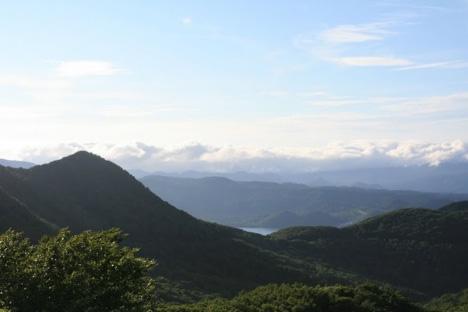 釜臥山から宇曽利山湖を見る