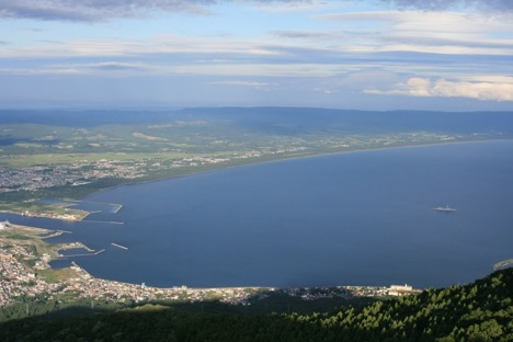 釜臥山展望台から陸奥湾(下北半島の斧の内側の部分)を見る