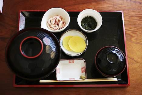うにとマグロのミックス丼@大間んぞく(おおまんぞく)