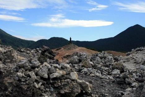 恐山: 荒涼とした中にたたずむ仏さま