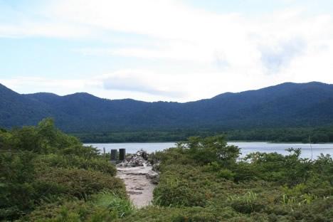 恐山: 地獄の上のほうからは、宇曽利山湖が見える