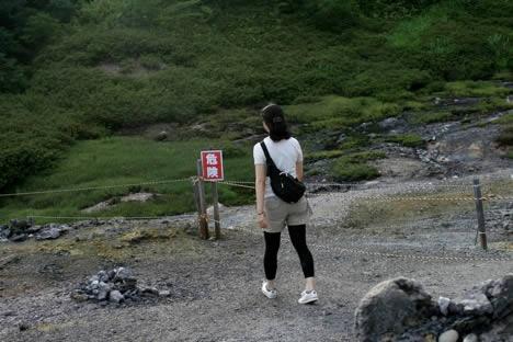 恐山: 硫黄のガスは至る所で出てるけど、危険と書いてあるところは特にたっぷり出るみたい