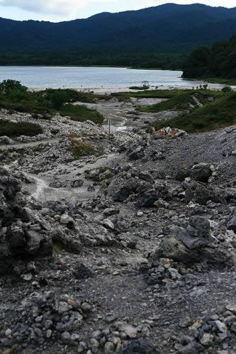 恐山: なかなかこんなに荒れ果てたような場所は新鮮