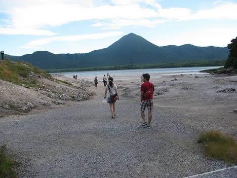 恐山。宇曽利山湖へ