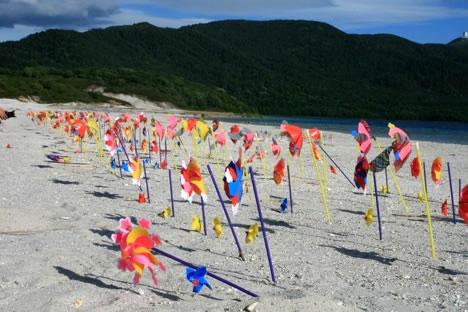 宇曽利湖: 風車のしゃかしゃか廻る音が、あの世感を強める