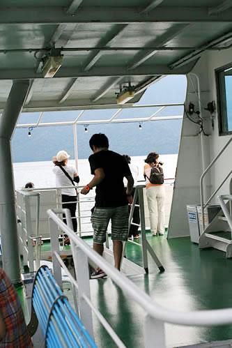 十和田湖遊覧船デッキ