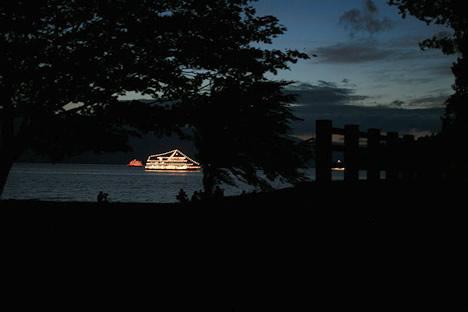 十和田湖湖水まつり: ライトアップした遊覧船もでてるよ