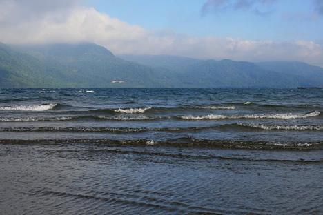 十和田湖: 風が強いと海みたいな波