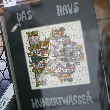 ウィーンの本屋で見かけたフンデルトヴァッサーの本