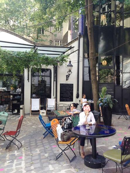 フンデルトヴァッサーミュージアムのカフェ、テラス席
