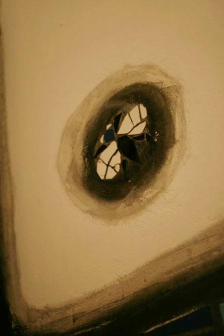 クンストハウスウィーン/フンデルトヴァッサーミュージアムのトイレにあったハエのモザイク画