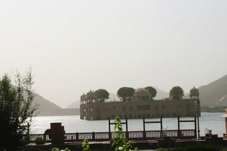 インド・ジャイプルの水上宮殿