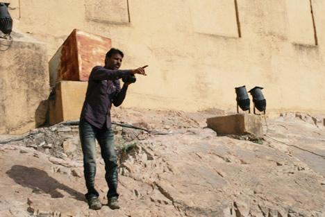 インド・ジャイプル郊外のアンベール城にて象タクシーの撮影をするカメラマンその2
