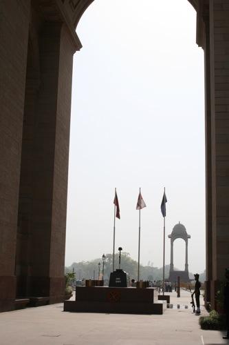 インド門の兵隊さんと旗