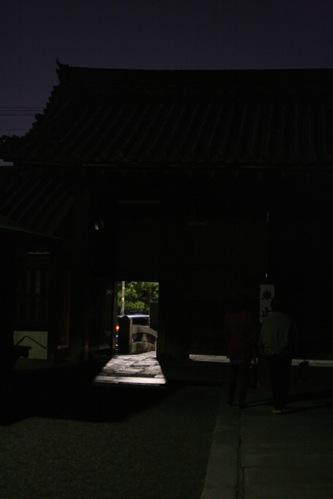 妙心寺の夜間出入口