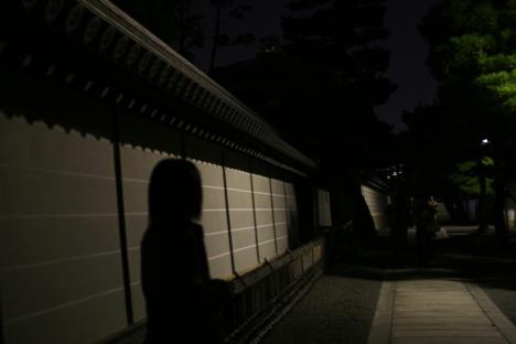 夜の妙心寺を歩く