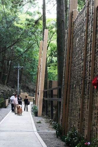 朝熊山金剛證寺にいたお墓参りの家族連れ