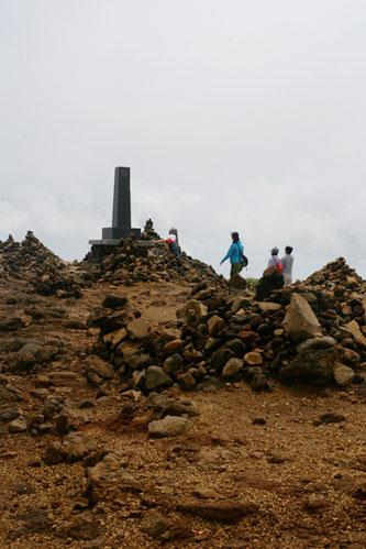 少し恐山を想起させる宮城蔵王刈田岳山頂の様子