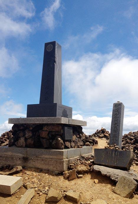 宮城蔵王刈田岳山頂にある伊達政宗七男・伊達宗高の碑