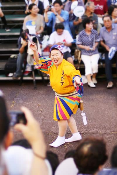 徳島阿波おどり・藍場浜演舞場で踊るえびす連のエース?
