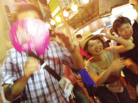 徳島阿波おどりでにわか連に参加して飛び入りで踊った我々