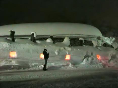 合掌造り五箇山菅沼集落に到着時の雪の壁