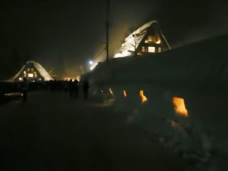 合掌造り五箇山菅沼集落、雪の道