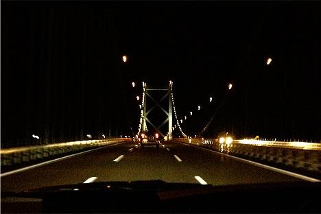 夜の関門海峡車道