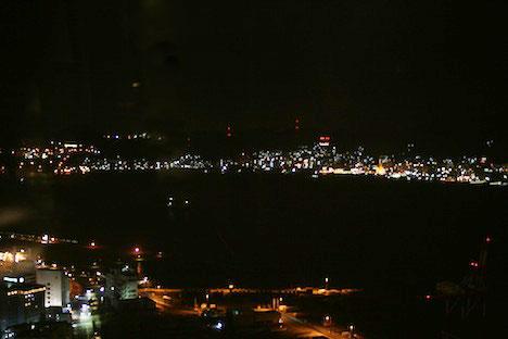 下関海峡ゆめタワーから見た関門海峡の夜景