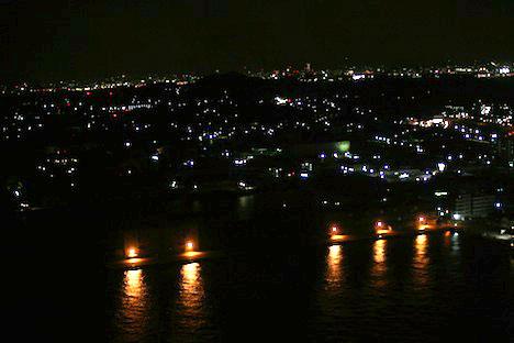 下関海峡ゆめタワーから見られる関門海峡の夜景