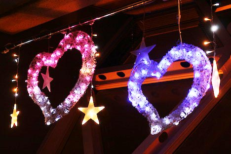 下関海峡ゆめタワー内装:光るピンクと青のハート