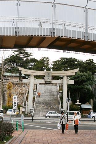 下関の亀山八幡宮正面