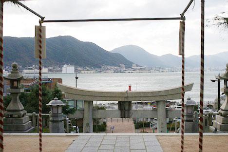 亀山八幡宮から見える海の景色