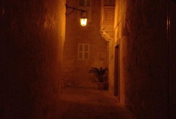 夜のイムディーナ(マルタ共和国)